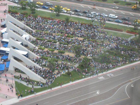 crowd2.jpg.pagespeed.ce.Xvic5n6rIJ